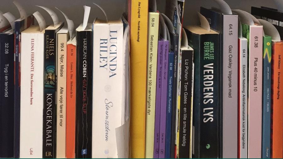 Hylde med reserverede bøger
